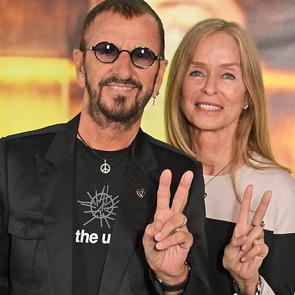 """Beatlesák Ringo Starr v tričku """"Sounds of the Universe"""""""